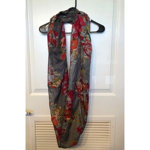 Accessories - Voluminous floral infinity scarf
